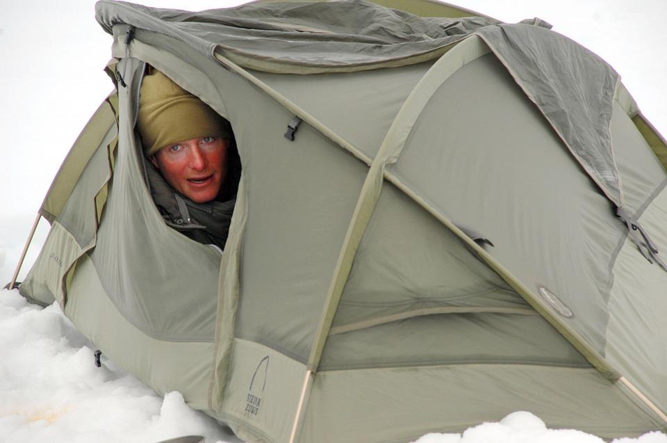 Une femme dans une tente